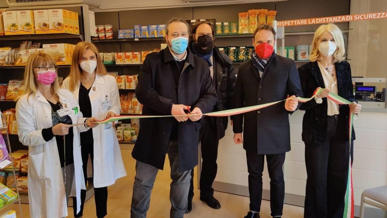 Farmacie comunali, nuovo robot e area celiachia ammodernata a Krasnodar. Il taglio del nastro con il sindaco Fabbri.
